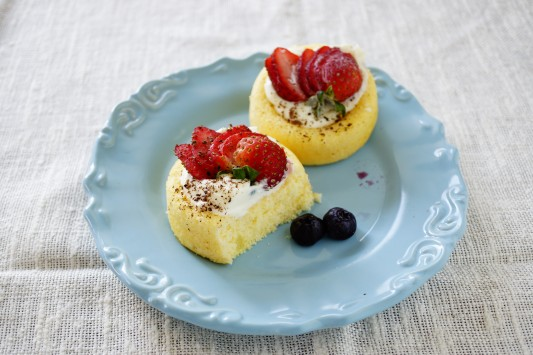 Yellow Sponge Cakes with Mascarpone Whipped Cream