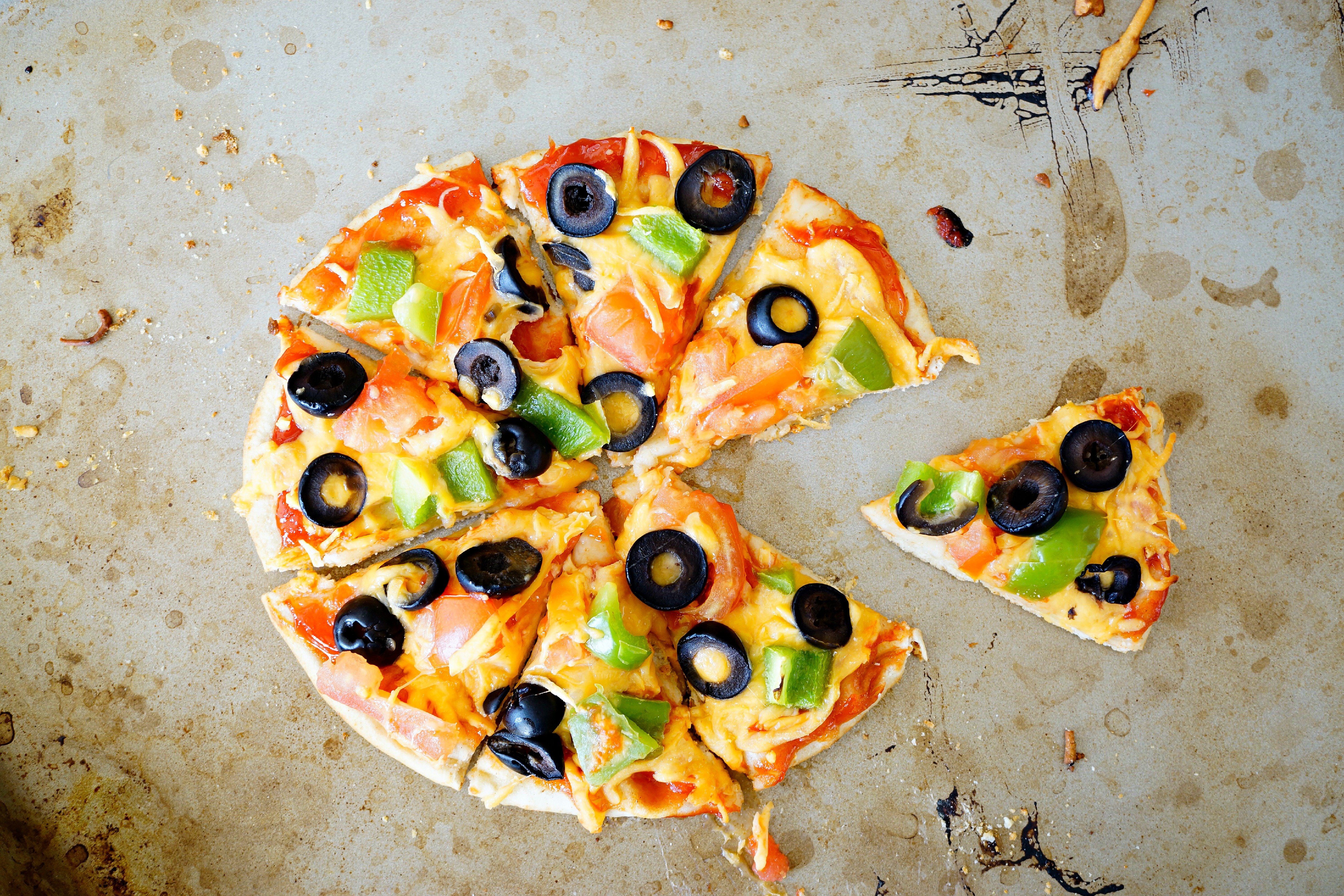 Healthy Pizza Make Your Own Flavor with Mozzarella Cheese, Olive, Pepper and Tomatoes