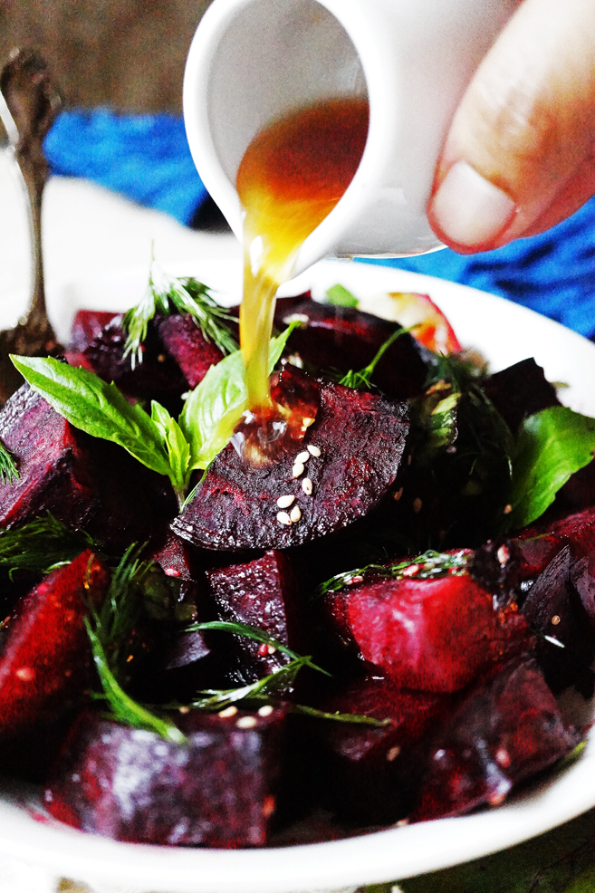 Beet salad, have you heard about it? I had not heard about Beets in general. But last year, I got hooked in this Beet Salad and I am not turning back.