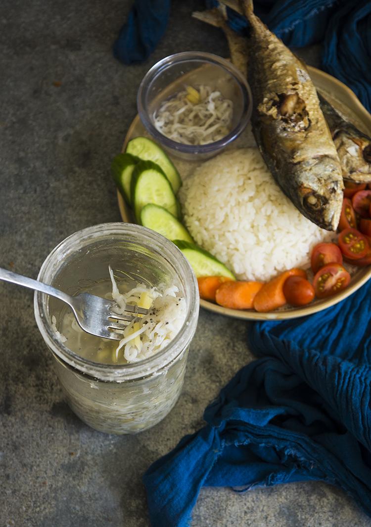 FILIPINO FOOD: HOW TO MAKE BAGOONG OR GINAMOS (FERMENTED FISH)