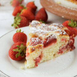 This Strawberry Cake looks as good as it tastes! With this easy recipe, make it from scratch in the comfort of your home
