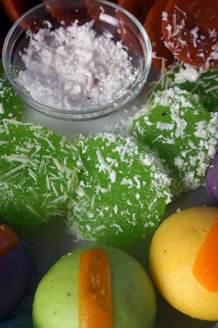 This Pichi Pichi is very easy to make. Made only of 3 ingredients: cassava, water and sugar. This is something you can easily make for any special occasion, or simply to make for snack at home.