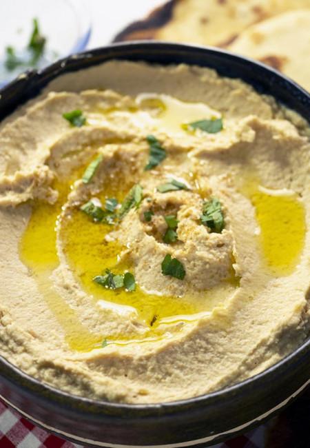 Super Easy Recipe for Homemade Hummus.