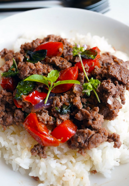 Thai Basil Beef with tomato and red bell pepper