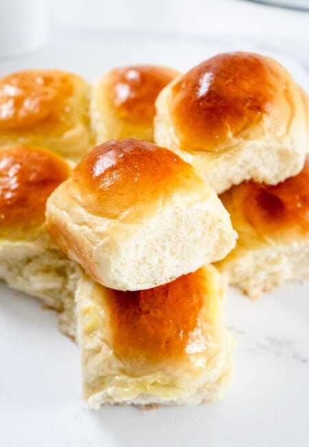 Easy Dinner Rolls Recipe with Soft and Fluffy Result